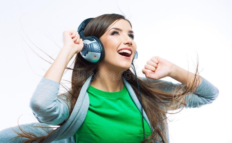 Dança da menina do adolescente da música contra o fundo branco isolado imagem de stock