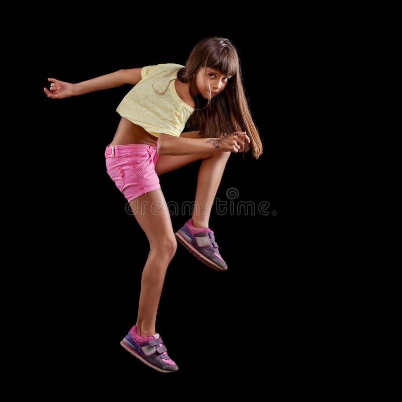 Dança da moça contra o preto imagem de stock