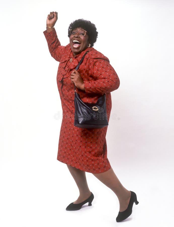 Dança da mulher do americano africano com alegria fotografia de stock