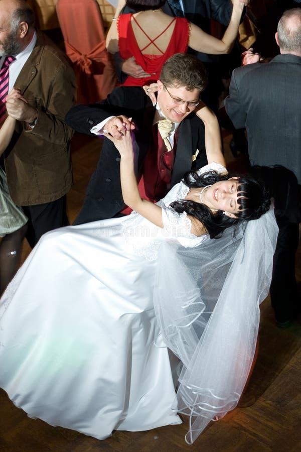 Dança da noiva e do noivo fotos de stock