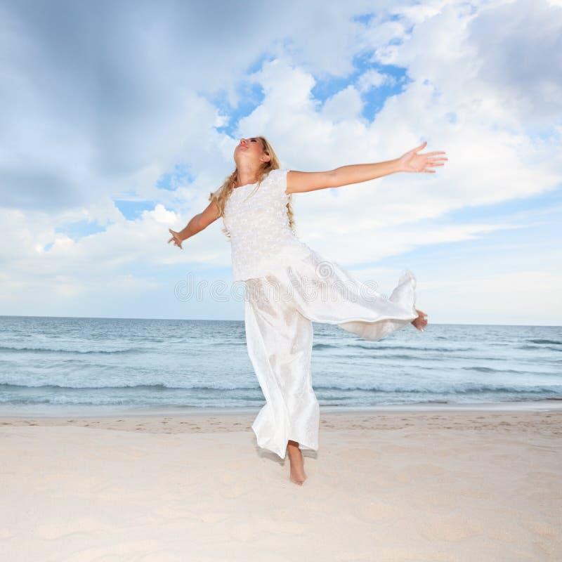 Dança da praia fotografia de stock royalty free