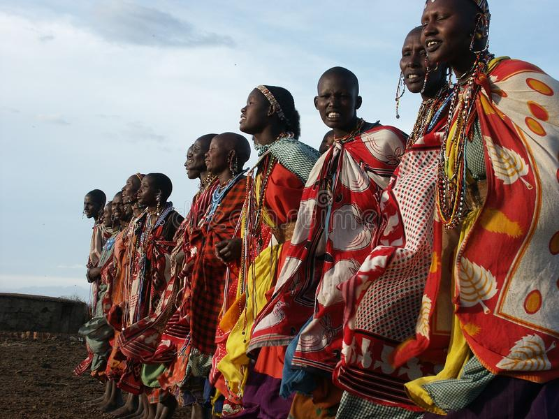 Dança das mulheres de Maasai imagens de stock
