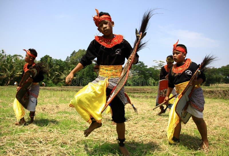 Dança de Jathilan imagem de stock