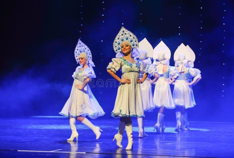 A dança do mundo da Áustria nacional do traje- do russo imagens de stock royalty free