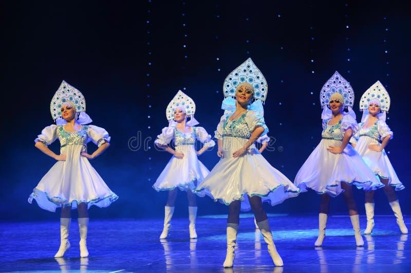 A dança do mundo da Áustria nacional do traje- do russo fotografia de stock royalty free