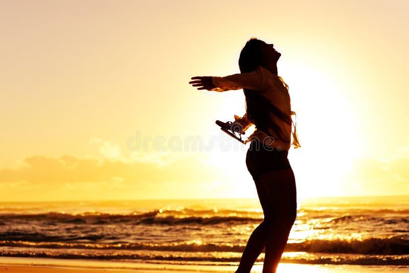Dança do por do sol das férias imagens de stock