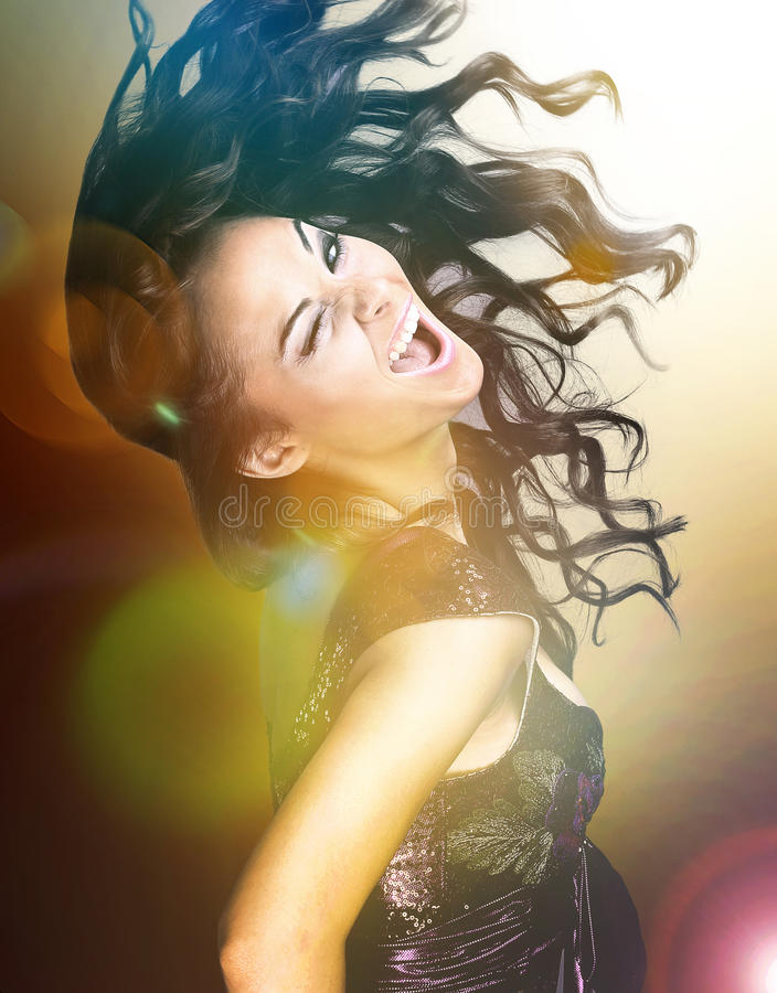 Dança excêntrica da jovem mulher imagem de stock royalty free