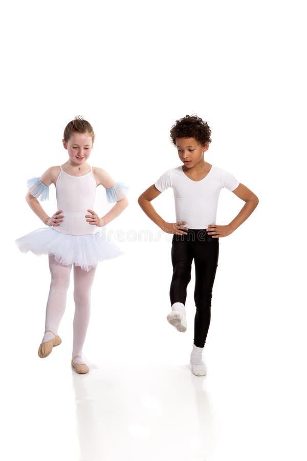 Dança inter-racial das crianças fotografia de stock