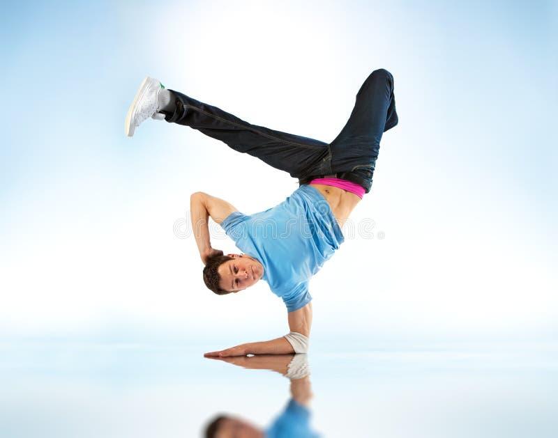 Dança moderna de homem novo imagens de stock royalty free