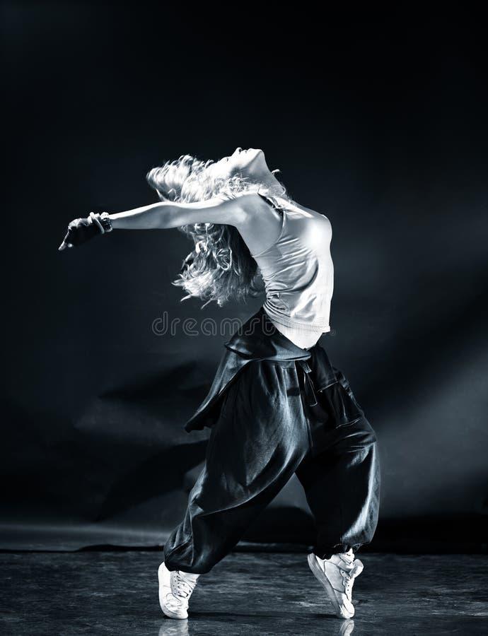 Dança moderna de mulher nova fotografia de stock