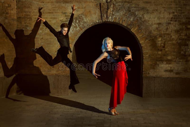Dança nova dos pares fotos de stock