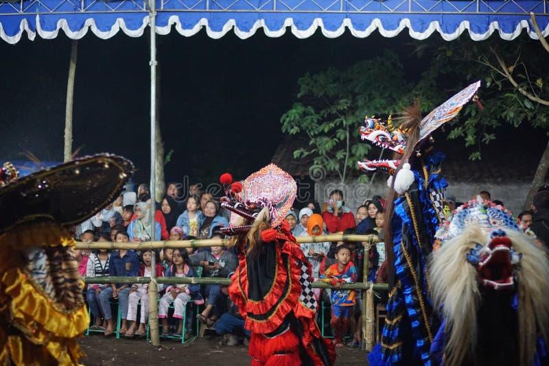 Dança popular barongan de Jathilan, Yogyakarta, Indonésia foto de stock royalty free