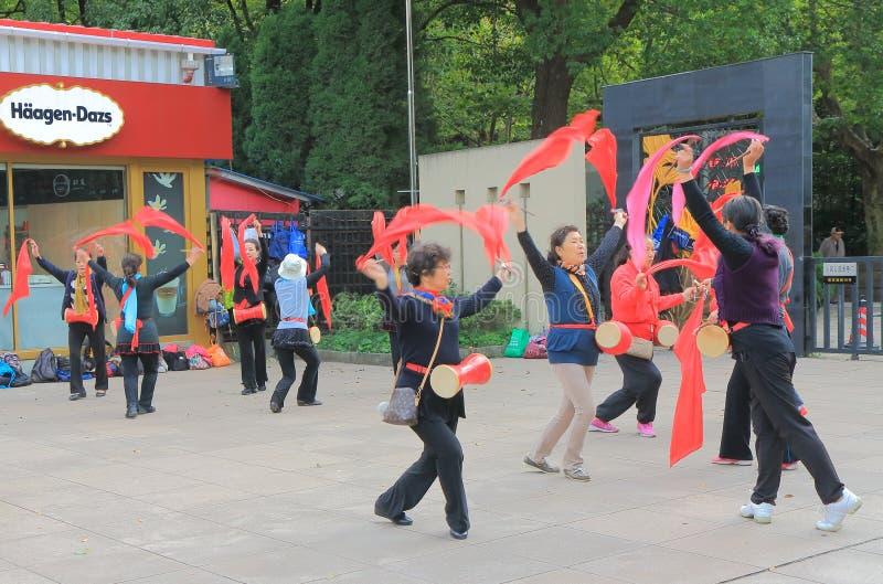 Dança quadrada Shanghai China do chinês tradicional de People's foto de stock
