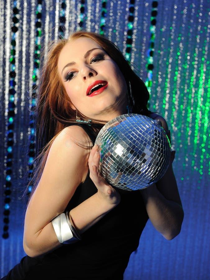 Dança 'sexy' atrativa da mulher no disco fotos de stock royalty free