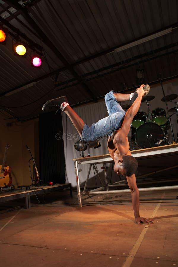 Download Dançarino Africano De Hip-hop Do Estilo Livre Imagem de Stock - Imagem de músculo, preto: 10056239