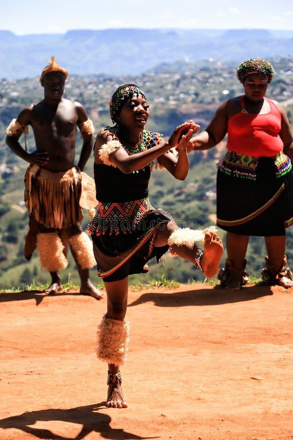 Dançarino africano do tribo Zulu imagem de stock