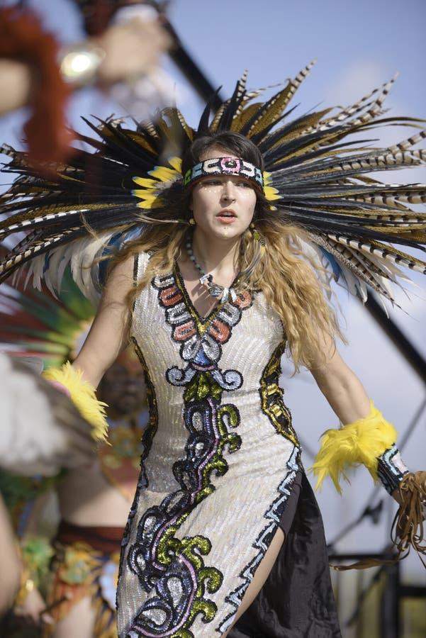 Dançarino asteca imagem de stock royalty free