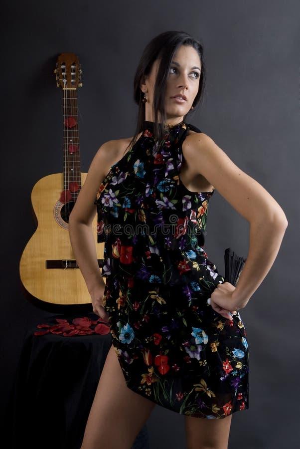 Dançarino bonito do flamenco com fundo preto fotografia de stock royalty free