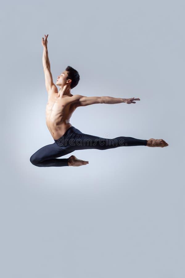 Download O dançarino imagem de stock. Imagem de gymnastic, bonito - 29835673