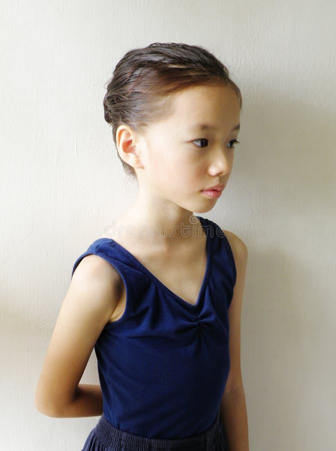 Dançarino chinês pequeno da menina foto de stock