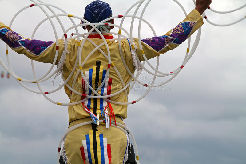 Dançarino da aro do nativo americano fotos de stock