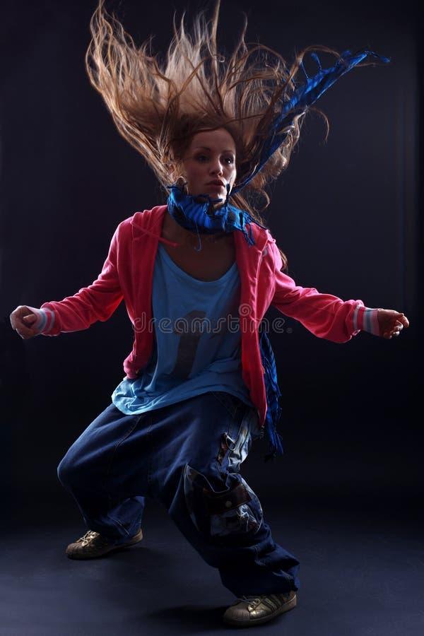 Dançarino da mulher do lúpulo do quadril fotos de stock