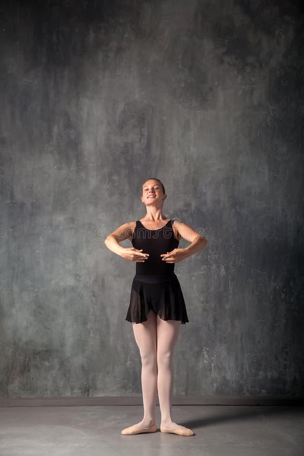 Dançarino de bailado bonito foto de stock royalty free