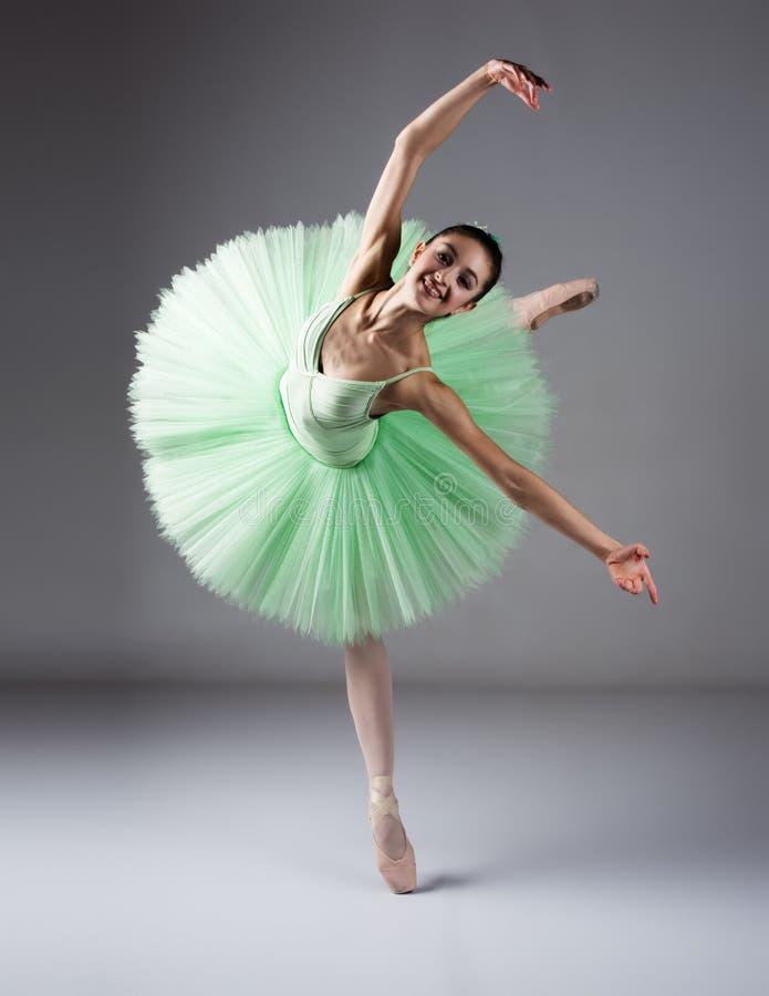 Dançarino de bailado fêmea foto de stock