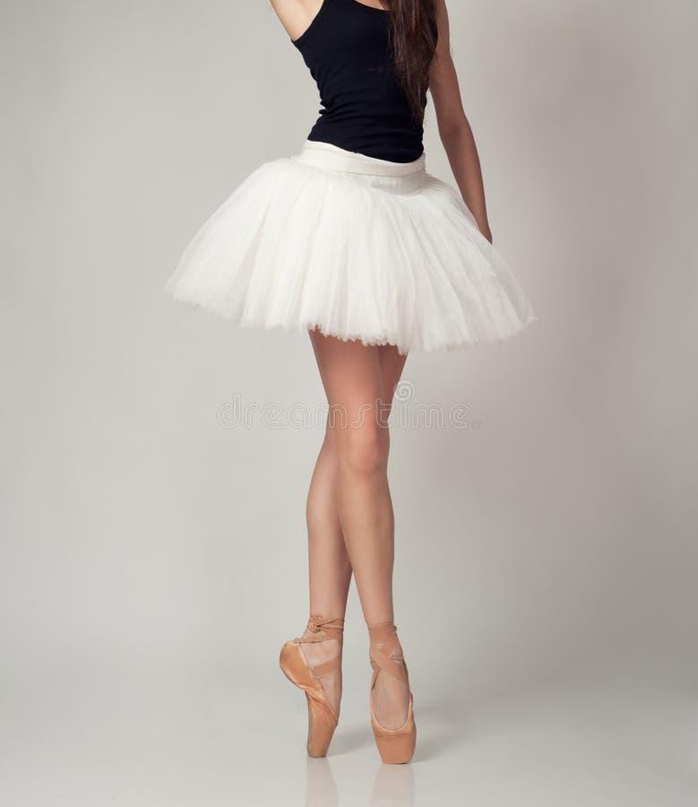 Dançarino de bailado fêmea irreconhecível fotos de stock royalty free