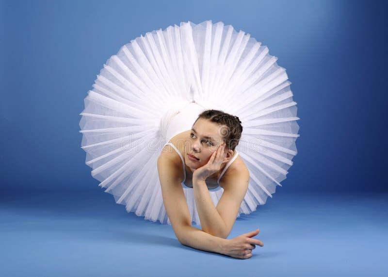 Dançarino de bailado no tutu branco fotos de stock
