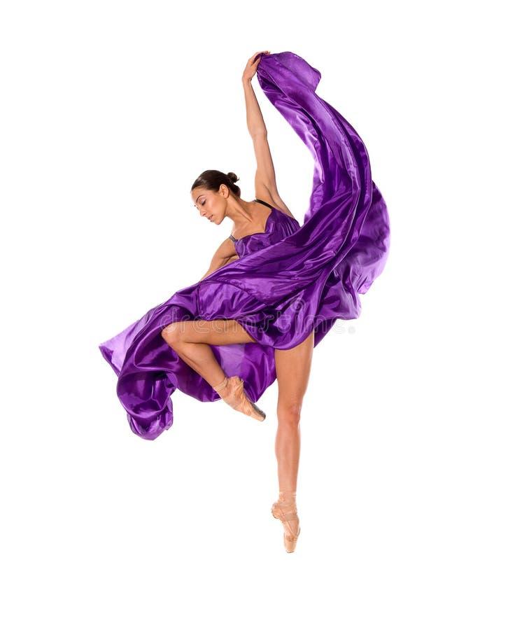 Dançarino de bailado no vestido do cetim do vôo fotografia de stock