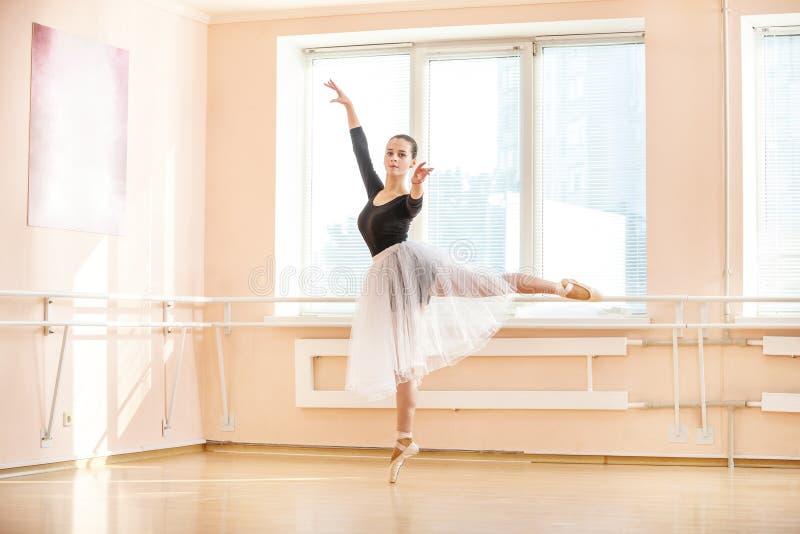 Dançarino de bailado novo imagem de stock