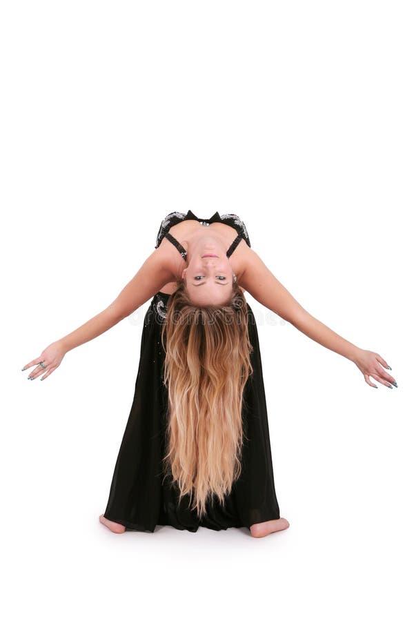 Dançarino de barriga atrativo com cabelo louro longo foto de stock royalty free
