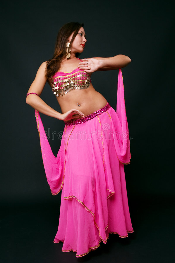 Dançarino de barriga bonito na ação imagens de stock