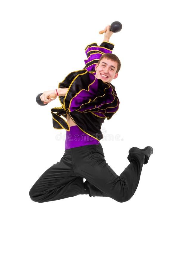 Dançarino do carnaval com o salto dos maracas imagens de stock royalty free