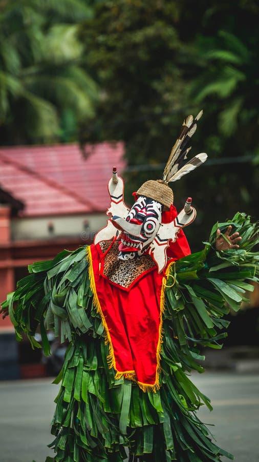 Dançarino do Dayak de Hudoq, tribo nativo de Bornéu imagens de stock royalty free