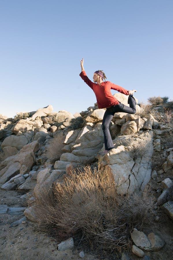 Dançarino do deserto da ioga foto de stock