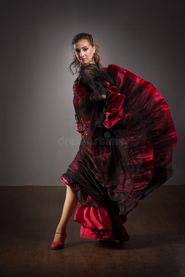 Dançarino do Flamenco no vestido bonito foto de stock