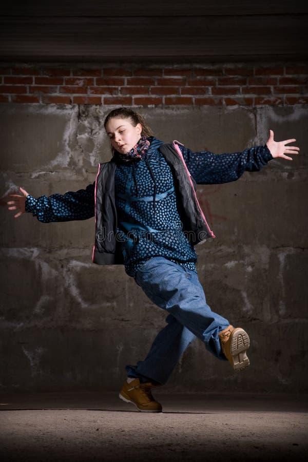 Download Dançarino Do Lúpulo Do Quadril No Estilo Moderno Sobre A Parede De Tijolo Imagem de Stock - Imagem de adulto, atrativo: 12804071