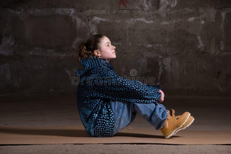 Download Dançarino Do Lúpulo Do Quadril No Estilo Moderno Sobre A Parede De Tijolo Imagem de Stock - Imagem de nightlife, carregadores: 12804189