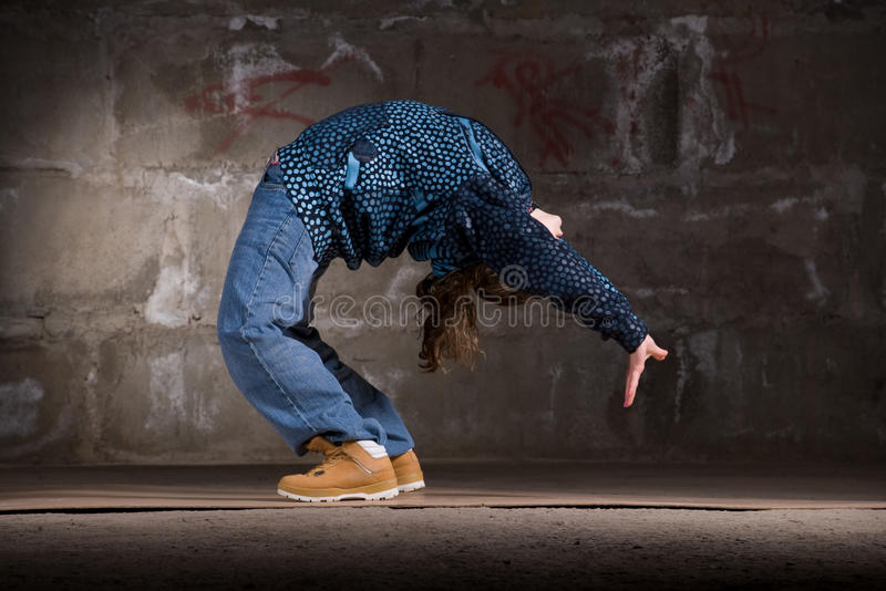 Download Dançarino Do Lúpulo Do Quadril No Estilo Moderno Sobre A Parede De Tijolo Foto de Stock - Imagem de fundo, nightlife: 12804228