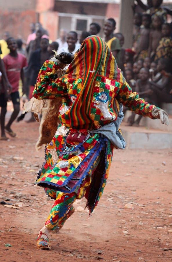 Dançarino em uma cerimônia em Benin imagens de stock