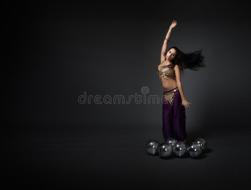 Dançarino exótico com bolas do disco imagem de stock royalty free