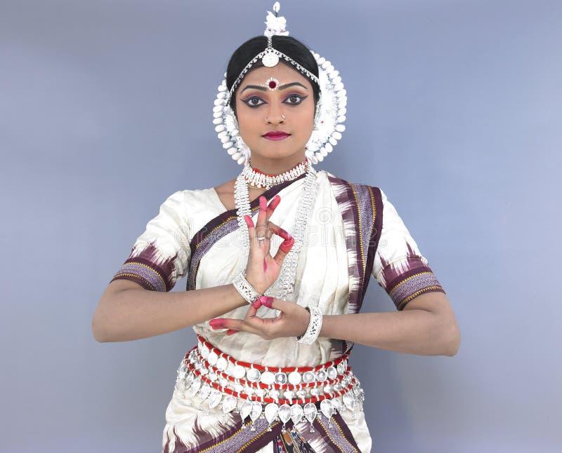 Dançarino fêmea clássico indiano imagens de stock royalty free