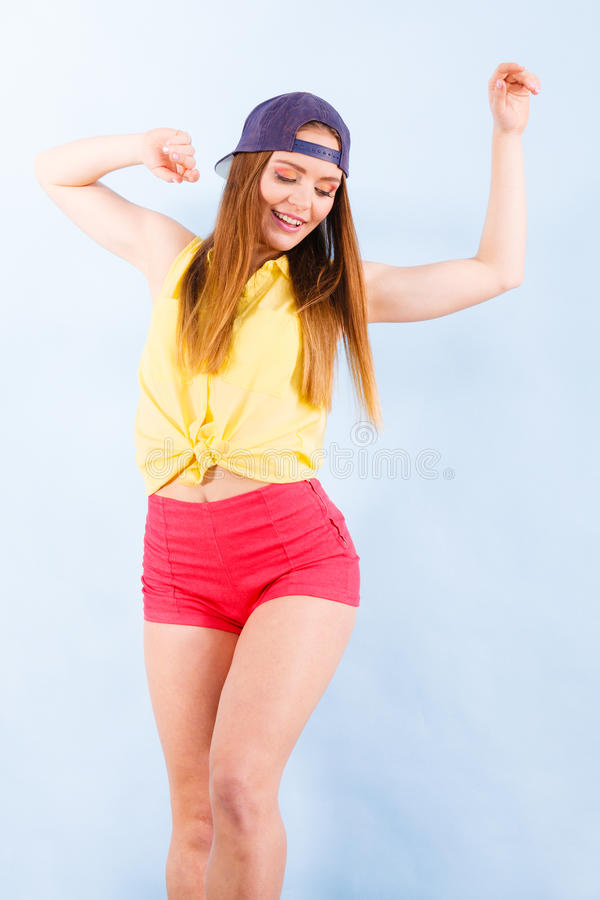 Dançarino fêmea de sorriso na moda novo fotos de stock