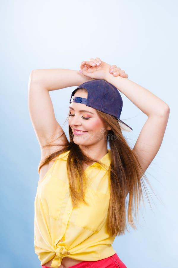 Dançarino fêmea de sorriso na moda novo fotos de stock royalty free