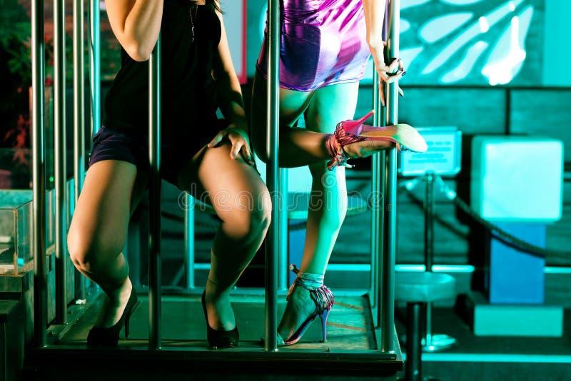 Dançarino Go-go no disco ou no clube nocturno fotografia de stock royalty free