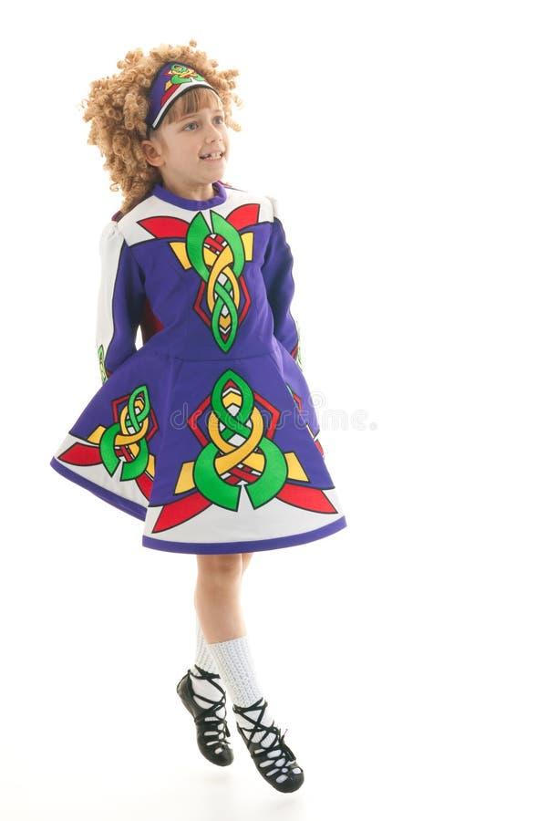 Dançarino irlandês tradicional no meio do ar imagem de stock royalty free