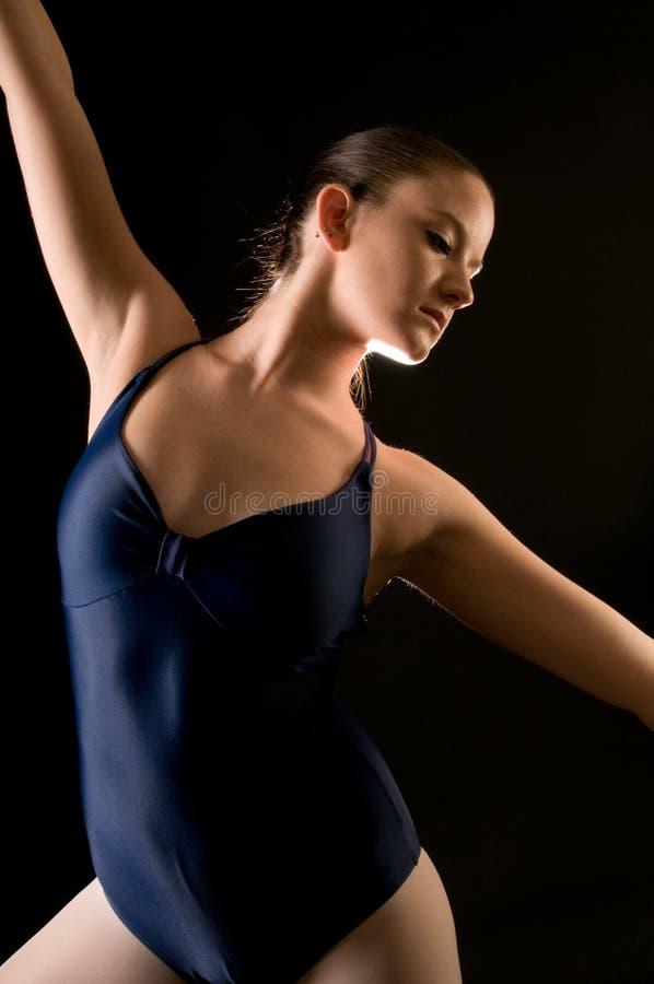 Dançarino moderno novo imagens de stock