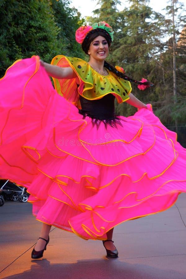 Dançarino na parada da fantasia de Disneylândia imagem de stock royalty free